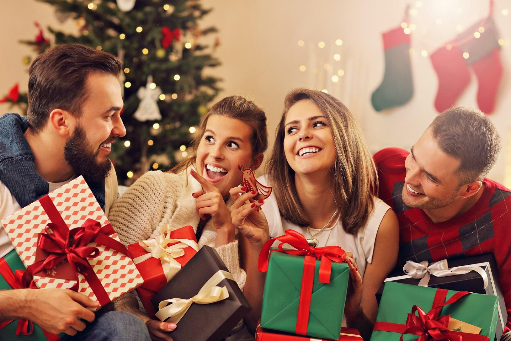 Dawniej i dziś – jak zmieniały się prezenty pod choinką?